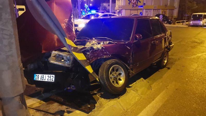 Panelvanla çarpışan otomobilin sürücüsü yaralandı