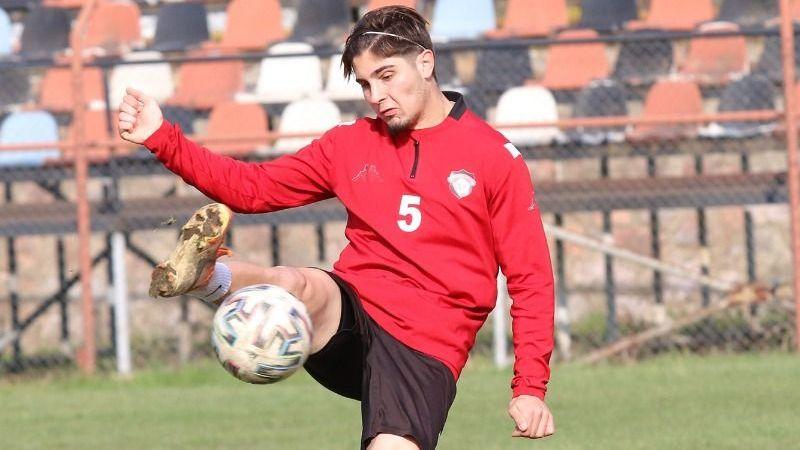 Gölcükspor'da üç futbolcu kaldı