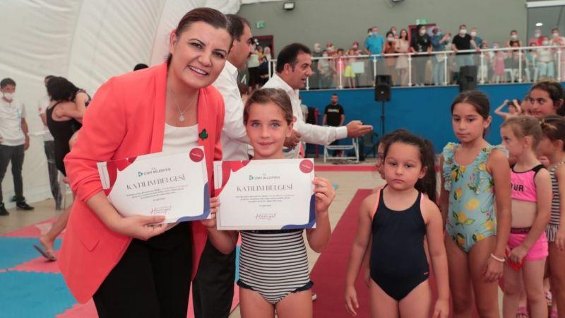 Yüzücülerin sertifikası verildi