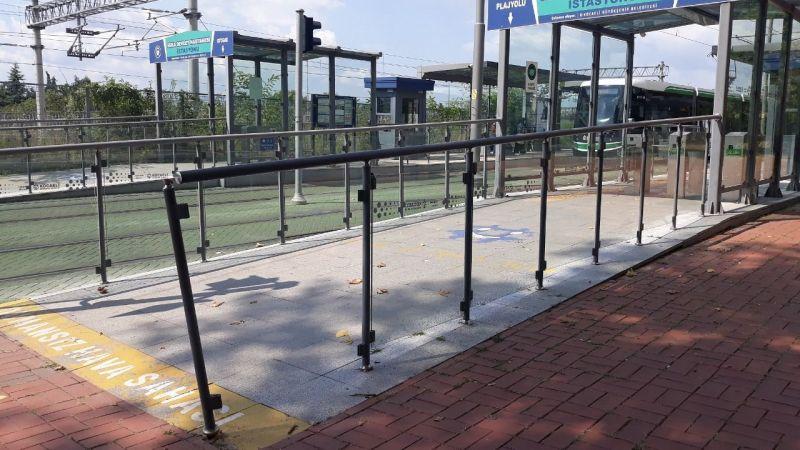 Tramvay durağındaki eksiklik giderilmeli