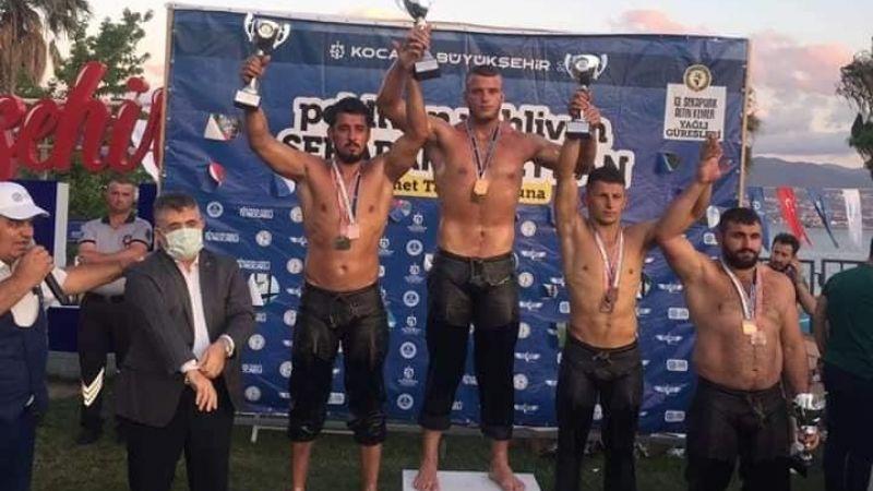 İzmitli güreşçiler madalyaya doymuyor