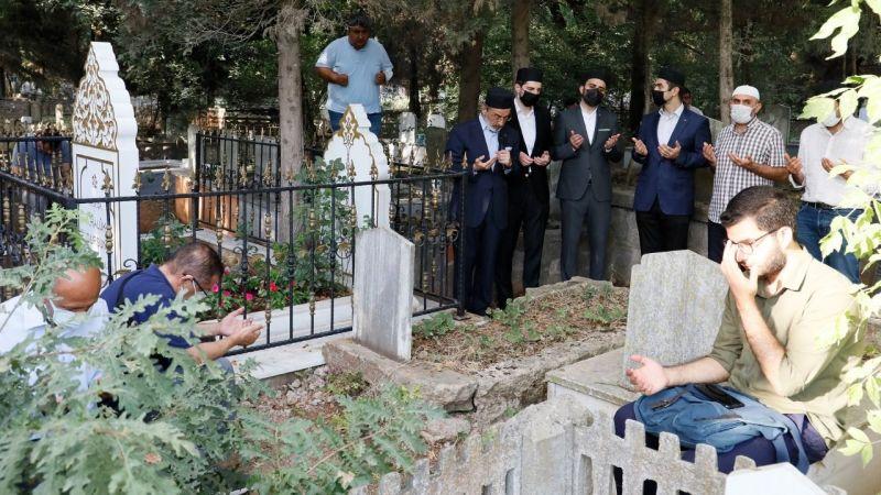 Prof. Dr. Dursun mezarı başında dualarla anıldı