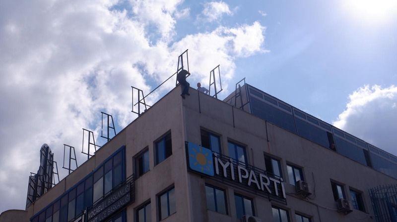 İYİ Parti il binasında intihar girişimi