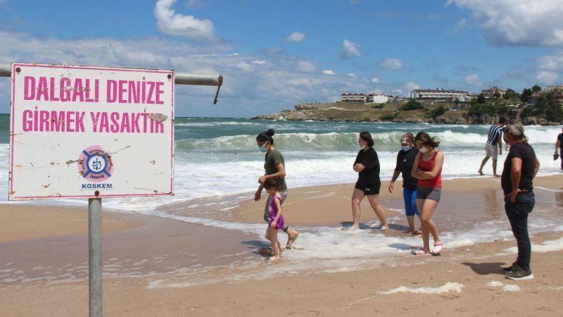 O mahalledeki tüm plajlarda denize girmek yasaklandı