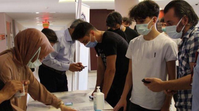 Aşı yaptıran 106 lise öğrencisi, yaşıtlarına örnek oldu