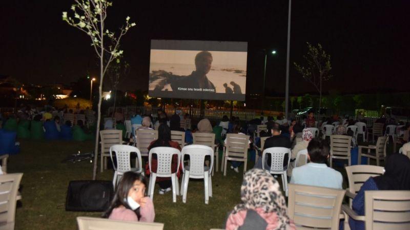 Yazlık sinemalar ilgiyle izleniyor