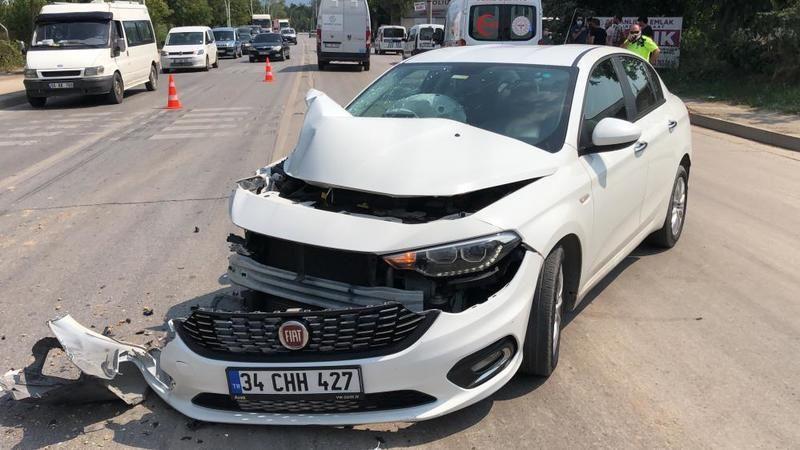 Otomobil, hafriyat kamyonuna çarptı: 1 yaralı