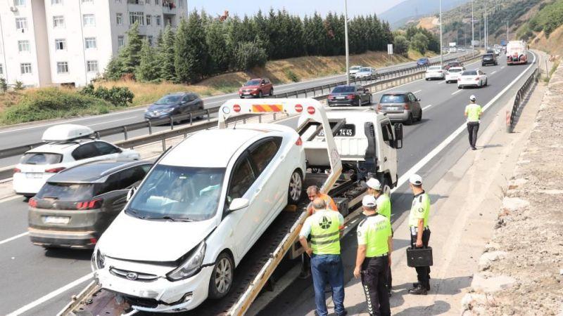 TEM'de otomobil yolcu otobüsüne arkadan çarptı