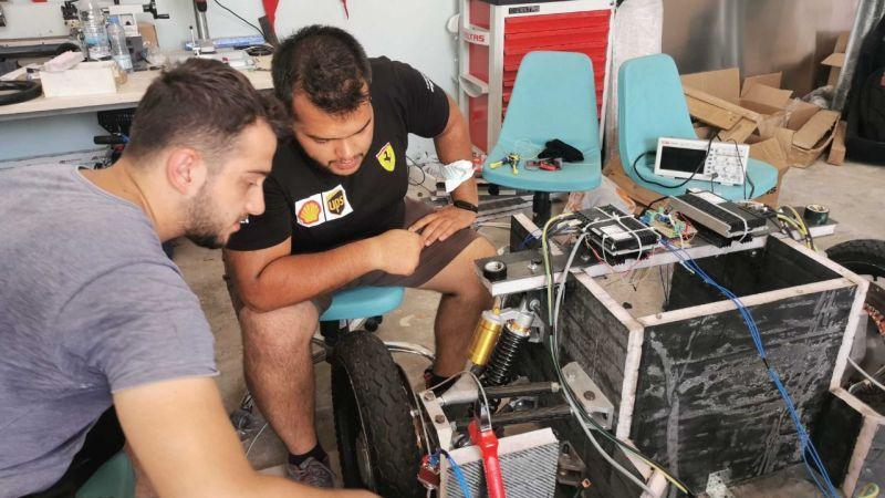 Büyükakın'dan teknoloji yarışındaki gençlere tam destek