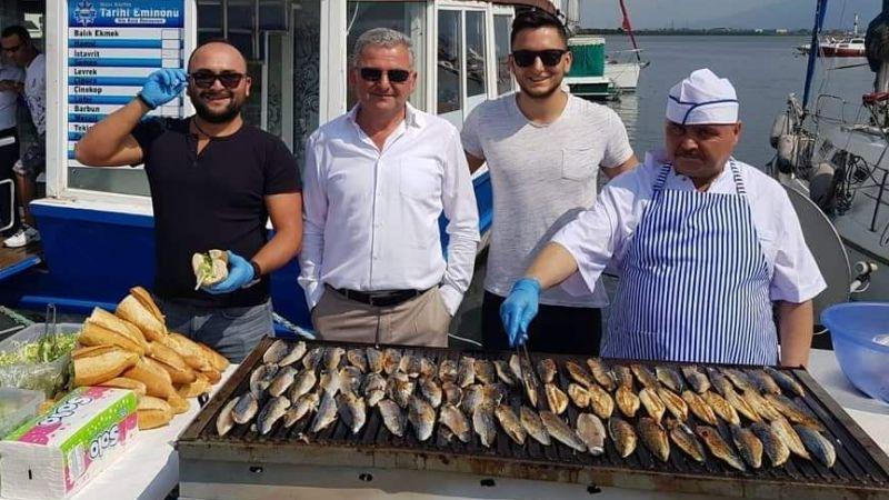 Marina'da balık ekmek ziyafeti