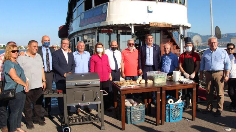 Marina balıkçıları vatandaşlara beş bin balık-ekmek dağıttı