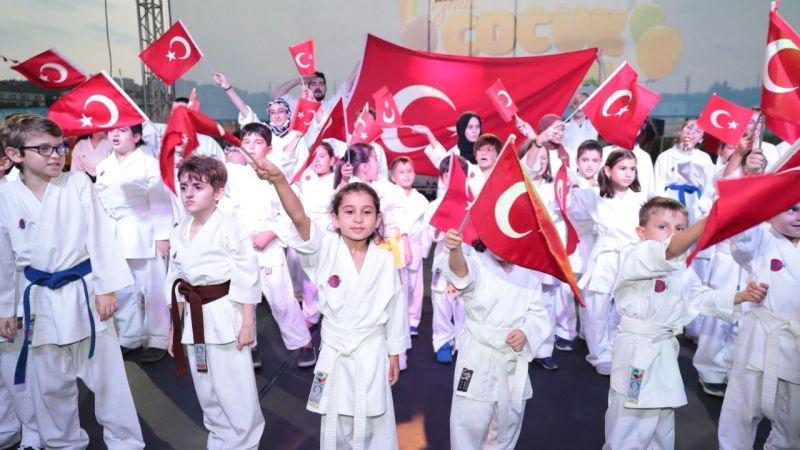 Çocuklar zafer bayramını kutladı