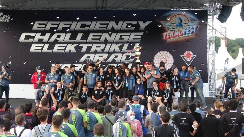 Elektrikli araç yarışlarında kazananlar ödüllerini aldı