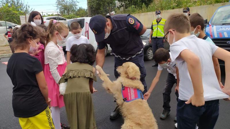 Jandarma eğitimin ilk gününde öğrencilerle buluştu