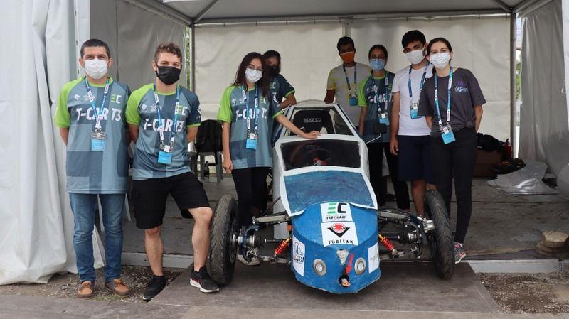 Lise öğrencilerinin yaptığı araç TÜBİTAK'ın yarışlarında bir ilki gerçekleştirdi