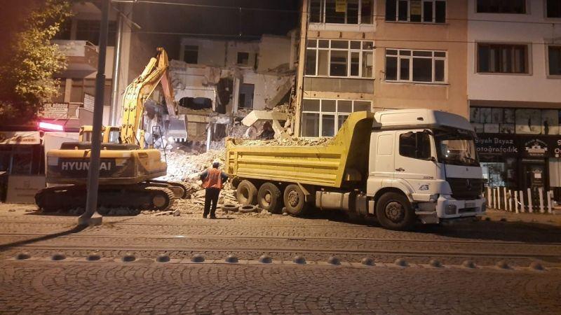 Önder Apartmanı 22 yıl sonra yıkıldı