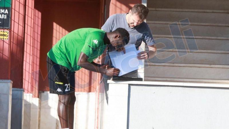Diop resmi sözleşmeyi imzaladı