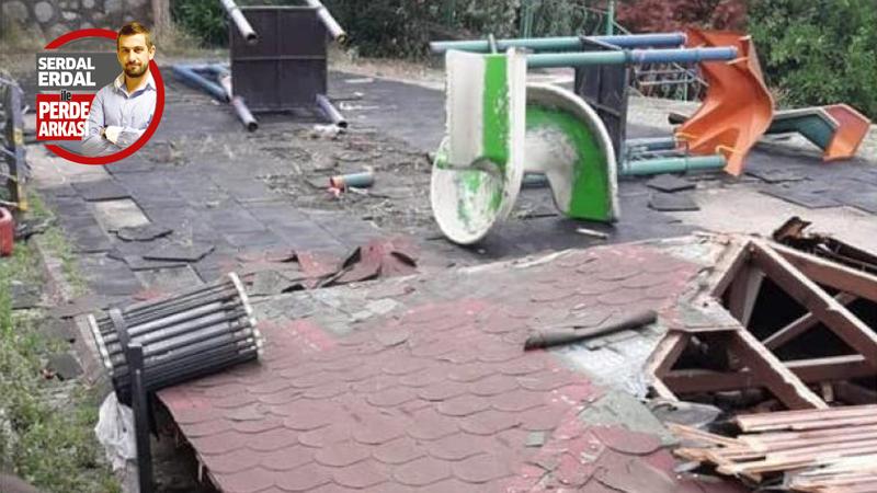 İzmit Belediyesi'nin yıktığı park öylece kaldı
