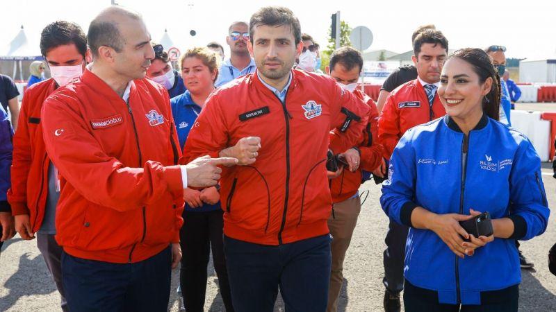 Bayraktar, yarışmacı gençlerin çağrısına kayıtsız kalmadı