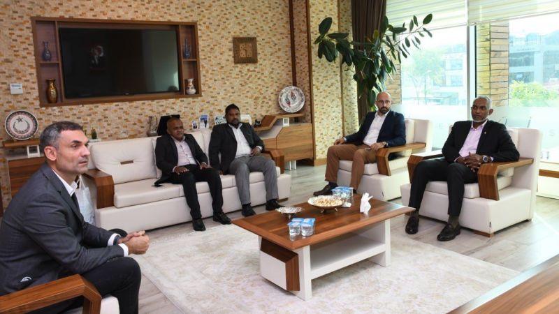 Özlü'ye Maldivler'den misafir