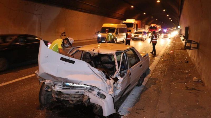 TEM'de zincirleme kaza! Savrularak tünelin duvarına çarptı