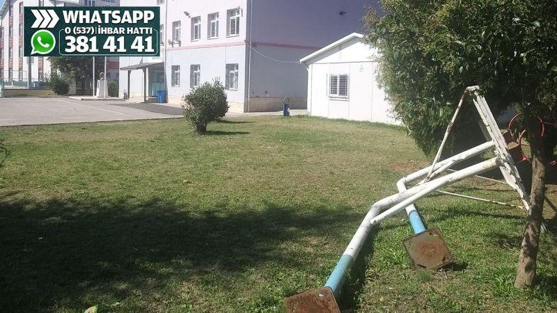 Okul bahçesindeki potalar kullanılamıyor