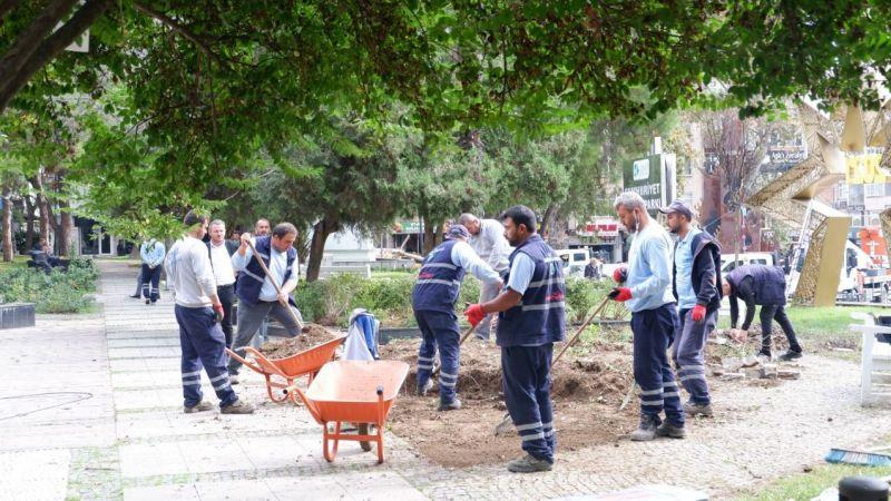 Mülkiyeti Büyükşehir'e ait ancak... İzmit Belediyesi Cumhuriyet Parkı'nda üst yapı çalışması başlattı