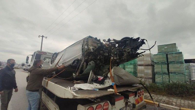 Direğe çarpan otomobil parçalandı: 1 ağır yaralı