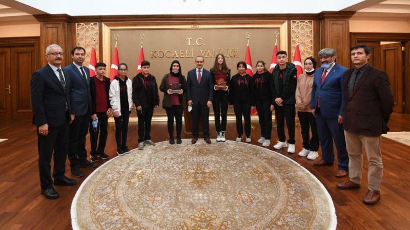 Başarılı öğrenciler Vali'yi ziyaret etti