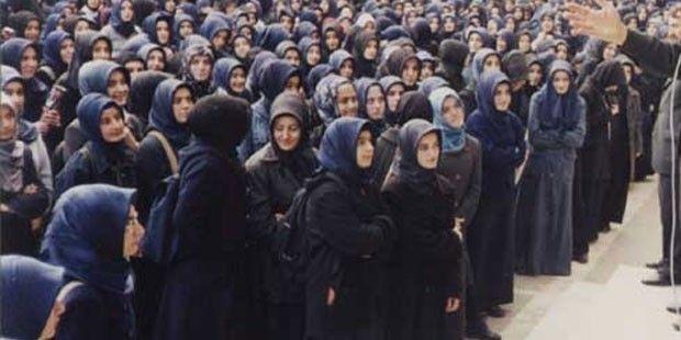 İmam Hatiplerde Türkçe Konuşmak Yasaklandı