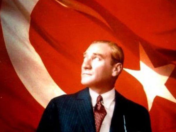 Okullarda Atatürk'ün İzleri Siliniyor