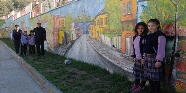 Okulun Duvarlarına