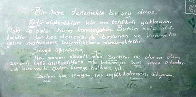 30 yıllık öğretmen ölmeden önce öğrencileri için tahtaya öğütler yazmış
