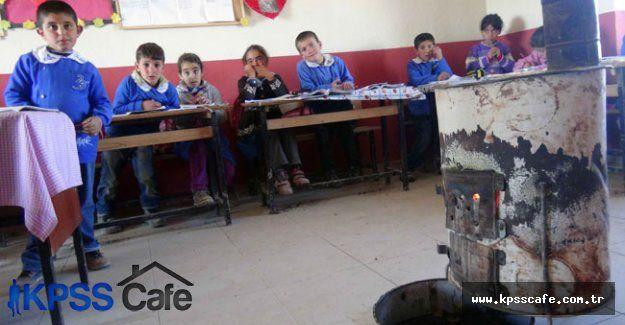 Tuvalet bile olmayan okulda eğitim