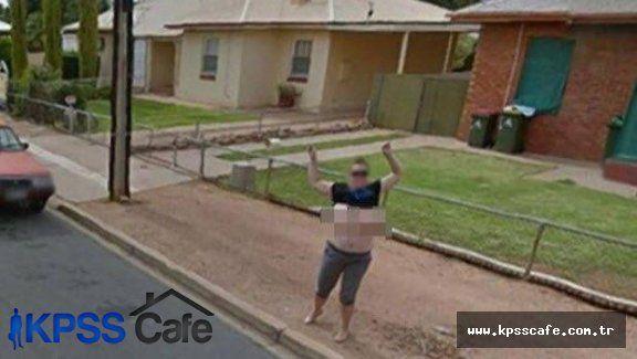 Street View görsellerinde memelerini gösterdi polisler ise