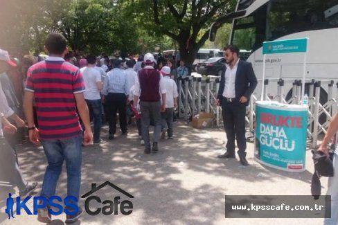 Lise öğrencileri 'Anıtkabir gezisi' denilerek AK Parti açılışına götürüldü