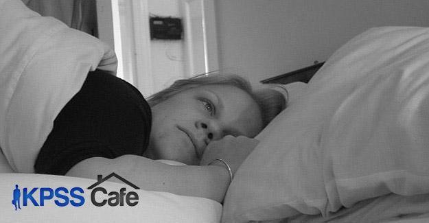 Yan yatarak uyumak Alzheimer riskini azaltabilir