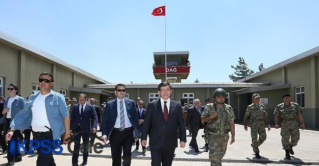 Davutoğlu Dağ Hudut Karakolu'nu ziyaret etti