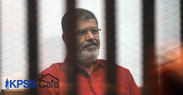 Mursi cezaevinde zehirlenmekten endişeli