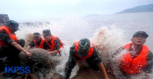 Çin'deki Soudelor tayfunu can aldı