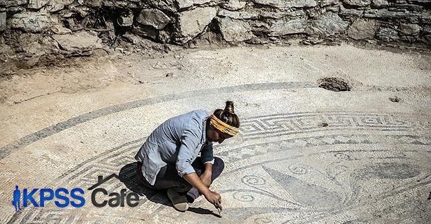 2 bin yıllık Roma mozaiği bulundu