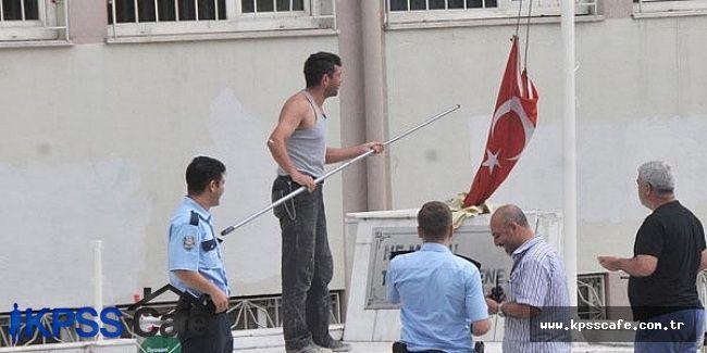 Eskişehir'de Bir Okulda Bayrak İndirildi İddiası