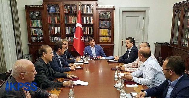 Davutoğlu, Bahçeli ile görüşme öncesi toplantı yaptı