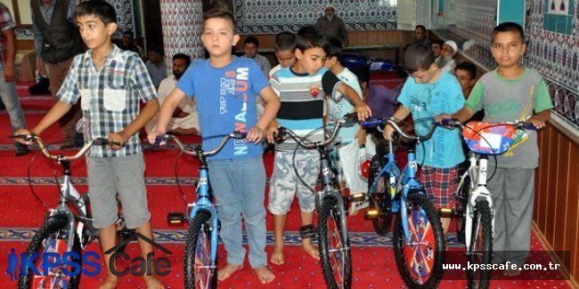 Kur'an Kursunda Başarılı Olan Öğrencilere Bisiklet Verildi
