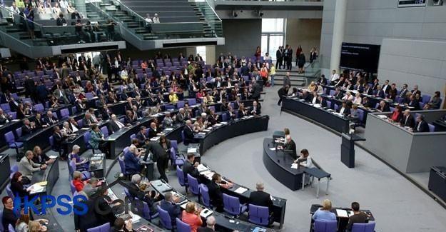Almanya'dan Yunanistan'a taahhütlere uyma çağrısı