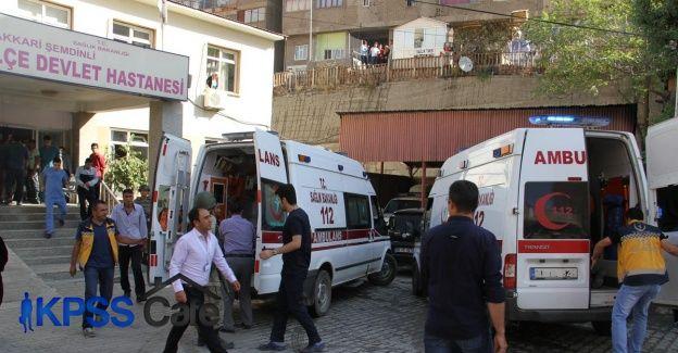 Hakkari'de askeri aracın geçişi sırasında patlama: 2 şehit