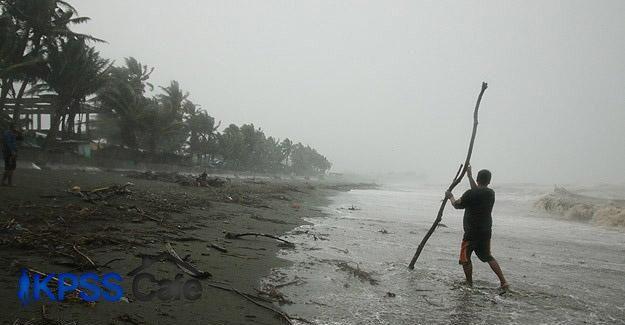 Filipinler'de tayfun 19 can aldı