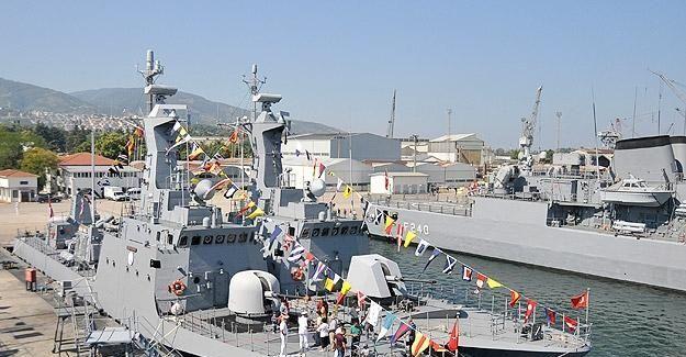 Askeri gemiler halkın ziyaretine açıldı