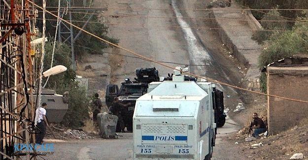 Mardin'de polis aracının geçişi sırasında patlama