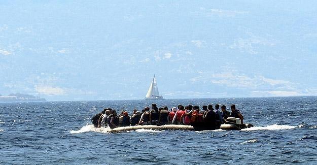 Ege'de kaçakları taşıyan iki bot battı
